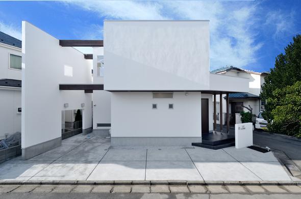 変形敷地を利用した解放感溢れる家