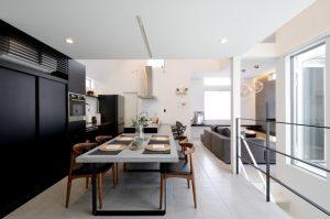 アトリウム atrium ダイニングキッチン|スリット階段|中庭|吹抜
